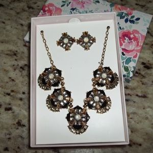 Jewelry - Nice statement necklace & earrings!